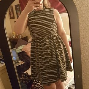 Size M patterned dress